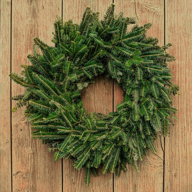 "Fresh 16-18"" Fraser Fir Christmas Wreath"